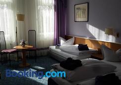 阿姆圣乔治酒店 - 莱比锡 - 睡房