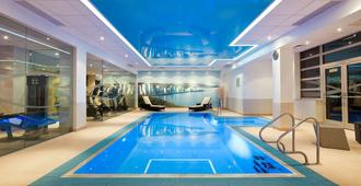 诺富特南安普敦酒店 - 南安普敦 - 游泳池