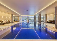 屈隆斯伯恩维尔四季酒店 - 屈赫隆斯博尔恩 - 游泳池
