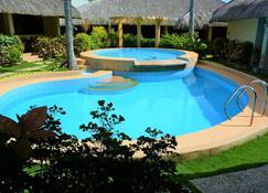 其沙那苏轻夏禅室酒店 - 邦劳 - 游泳池