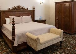 威严酒店 - 克雷塔罗 - 睡房