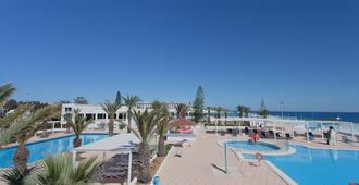 莫拉蒂俱乐部赛利马酒店 - 甘达坞伊港 - 游泳池