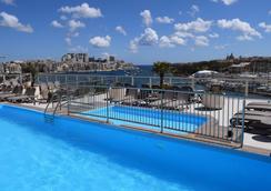 湾景 ST 酒店 - 斯利马 - 游泳池