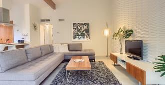 特拉维斯高地现代度假屋 - 奥斯汀 - 客厅
