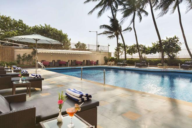 华美达广场棕榈林酒店 - 孟买 - 游泳池