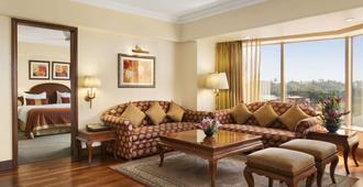 华美达广场棕榈林酒店 - 孟买 - 客厅