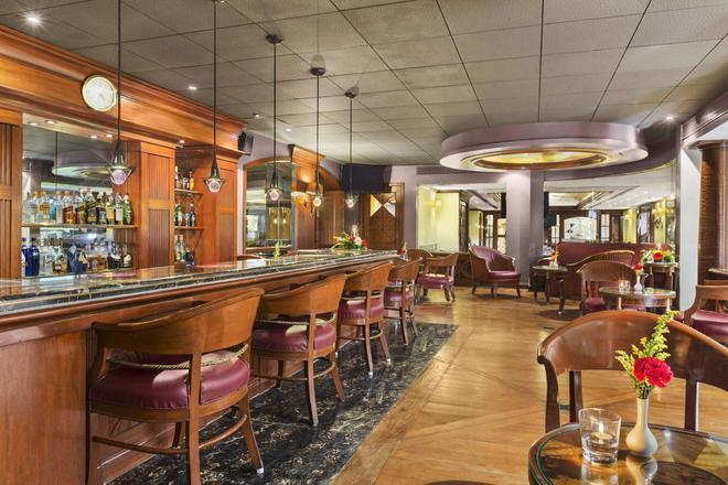 华美达广场棕榈林酒店 - 孟买 - 酒吧