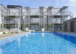 维斯比stf瑞典旅游公寓式酒店 - 维斯比 - 游泳池