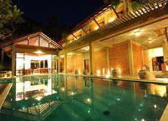 阿里卡别墅酒店 - 丹布勒 - 游泳池