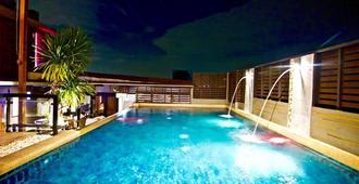 优码度假村 - 曼谷 - 游泳池