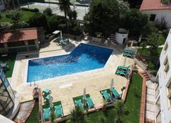 拉戈俱乐部酒店 - 卡斯卡伊斯 - 游泳池