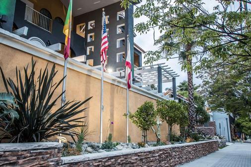 环球好莱坞提尔特酒店,阿桑德连锁酒店成员 - 洛杉矶 - 户外景观