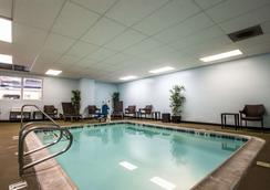 登高精选提尔特环球好莱坞酒店 - 洛杉矶 - 游泳池