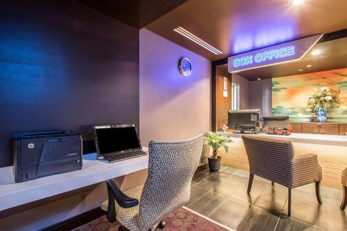 登高精选提尔特环球好莱坞酒店 - 洛杉矶 - 商务中心