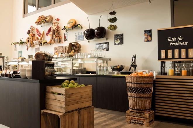 杜塞尔多夫市克拉特酒店 - 杜塞尔多夫 - 自助餐