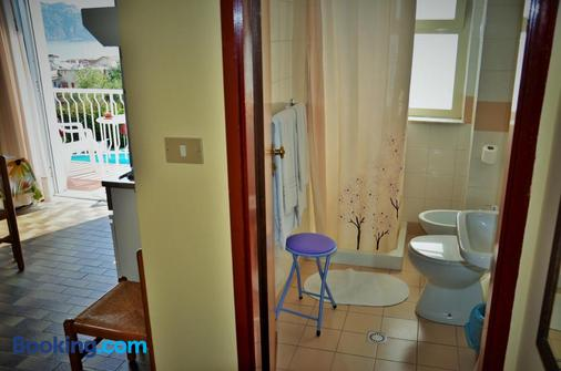 加尔迪尼旅居别墅酒店 - 贾迪尼-纳克索斯 - 浴室