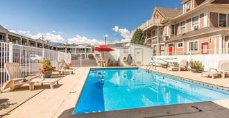 科羅拉多斯普林斯市中心伊康旅館 - 科罗拉多斯普林斯 - 游泳池