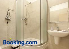 芭瑟纳雅公寓酒店 - 基辅 - 浴室