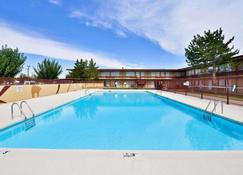 卡尔斯巴德伊克诺旅店 - 卡尔斯巴德 - 游泳池