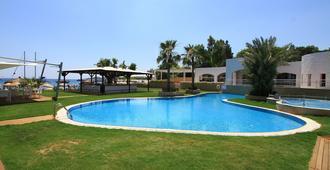 卡斯塔路维酒店 - 式 - 博德鲁姆 - 游泳池