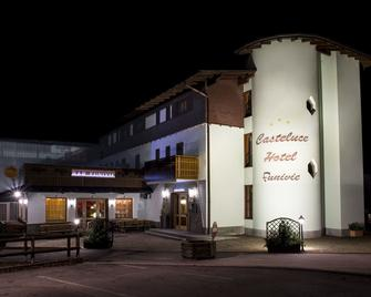 卡斯特卢瑟缆车酒店 - 平佐洛 - 建筑