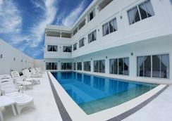 蓝波酒店 - 科隆 - 游泳池