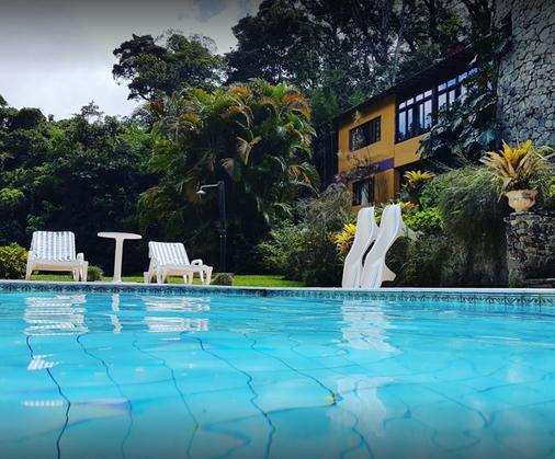 萨比亚及希亚菠萝酒店 - 特雷索波利斯 - 游泳池