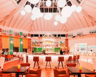H10森蒂多海滩埃丝梅拉达酒店-仅供成人入住 - 科斯塔卡玛 - 酒吧