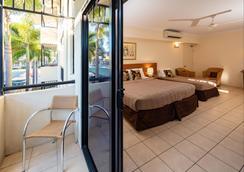 凯恩斯皇庭酒店 - 凯恩斯 - 睡房
