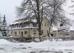 钱施泰鲍德旅馆 - Reinhardtsdorf - 建筑
