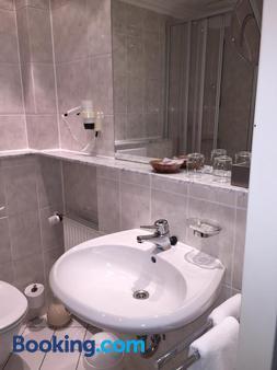 沙佩尔克鲁格酒店 - 策勒 - 浴室