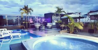 拉布卡拉曼加塞拉尼亚酒店 - 布卡拉曼加 - 游泳池