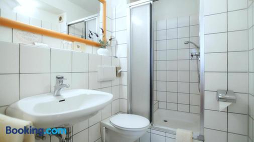 舒适加尼酒店 - 比勒费尔德 - 浴室