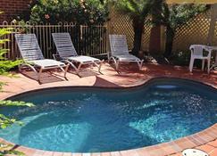 海豚海岸酒店 - 文森蒂亚 - 游泳池