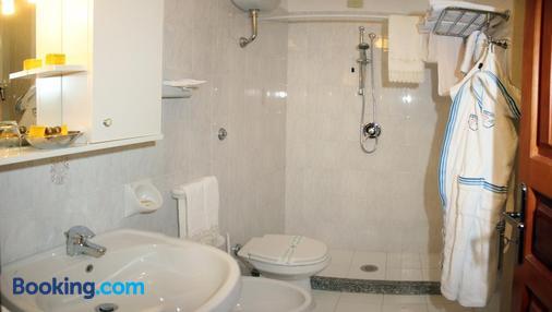 朋塔凯利托度假酒店 - Forio - 浴室