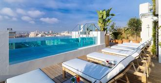 马德里太阳门阿尔卡拉nh酒店 - 马德里 - 游泳池