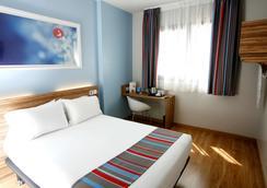 马德里阿尔卡拉旅程住宿酒店 - 马德里 - 睡房
