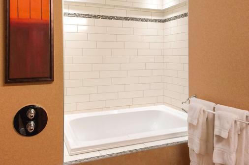 利维斯套房质量假日酒店 - 莱维斯 - 浴室