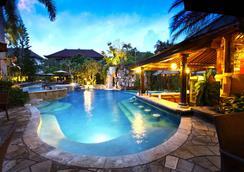 朗邦别墅酒店 - 库塔 - 游泳池