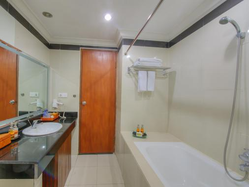 朗邦别墅酒店 - 库塔 - 浴室