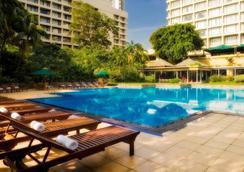 肉桂大科伦坡酒店 - 科伦坡 - 游泳池