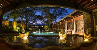 圣多明哥博物馆之家 SPA 酒店 - 安地瓜 - 游泳池