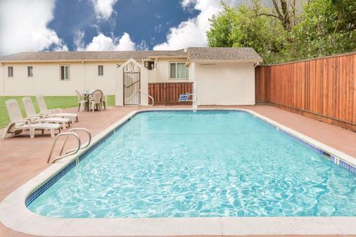 圣罗莎旅游宾馆 - 圣罗莎 - 游泳池