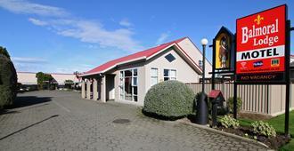 巴尔莫勒尔堡汽车旅馆 - 因弗卡吉尔