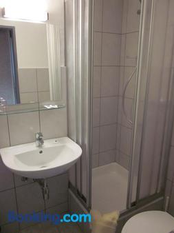 瓦尔德斯鲁酒店 - 杜塞尔多夫 - 浴室