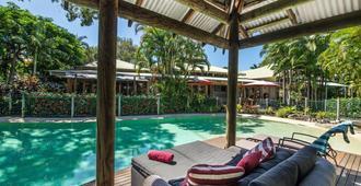 努沙南太平洋度假酒店&Spa - 奴沙岬 - 游泳池