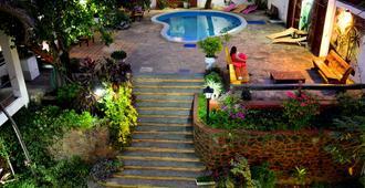 厄尔尼诺维赫罗亚松森旅馆及套房 - 亚松森 - 户外景观