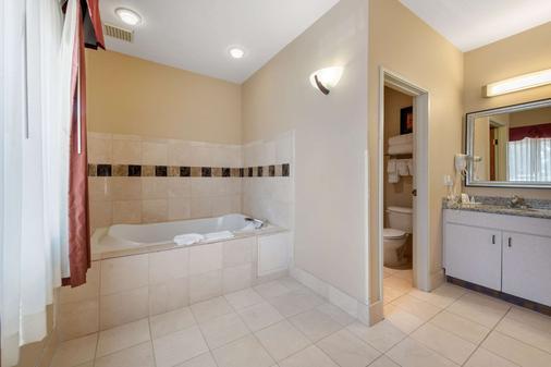 丹佛技术中心/恩格尔伍德康福特套房酒店 - 恩格尔伍德 - 浴室