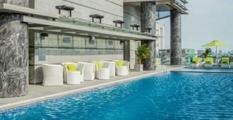 西贡中心铂尔曼酒店 - 胡志明市 - 游泳池