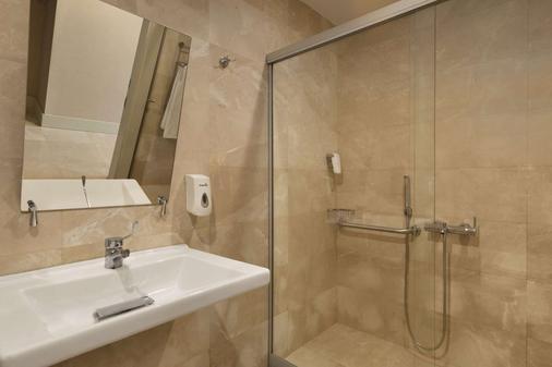 安塔利亚华美达广场酒店 - 安塔利亚 - 浴室